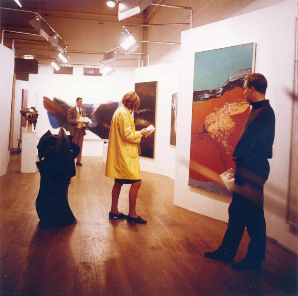 Alison and Peter Smithson. Painting & Sculpture of a Decade 54-64 exhibition, Tate Gallery, London, 1964. Interior view: sculpture Le Canonnier by Robert Müller, painting Red Ground by Rodrigo Moynihan. Photo by Sandra Lousada. Smithson Family Collection.